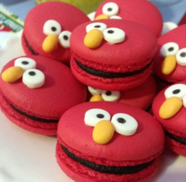 OMG!! These are adorable. Elmo Macarons
