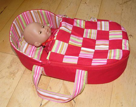 free pattern for baby doll fabric bed | Moses basket for a doll