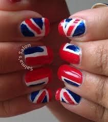 Uñas con la bandera de Inglaterra.