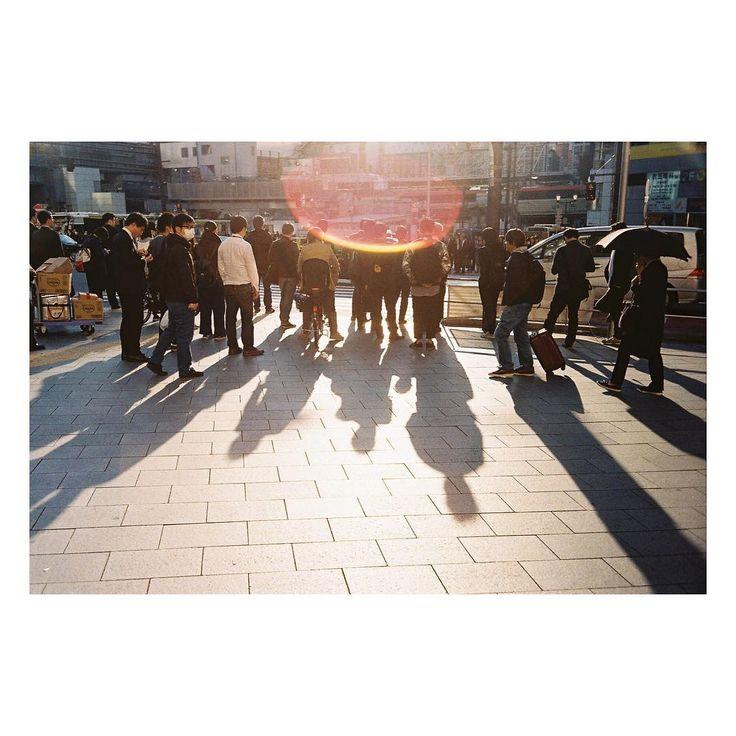東京サンポ。 Taken by Canon model 7 | Jupiter 35/2.8 Kodak Gold 400 . #japan #日本 #写真 #photography#mood #filmmood #injapan#exposure #filmcamera #filmmood #filmphotography#フィルムカメラに恋してる #35mm #filmisnotdead #buyfilmnotmegapixels #bokeh  #slrcamera  #江ノ島 #iusefilm #tokyo #東京 #kodak #flare#sun #フィルムカメラ #canon #shades #shadows http://tipsrazzi.com/ipost/1507696280628025810/?code=BTsacd0AtnS