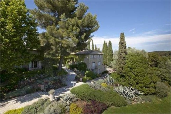 21 bed House in Mougins in Mougins, Provence-Alpes-Côte d'Azur, France | ZOVUE