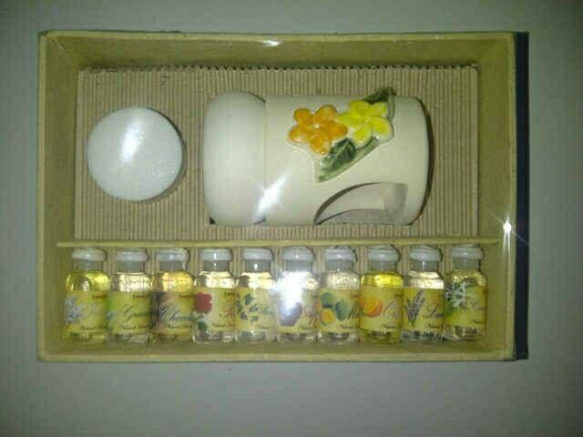 Paket aroma terapi lengkap isi 10 botol essensial oil @5ml, 1 lilin bakar, dan 1 tungku.
