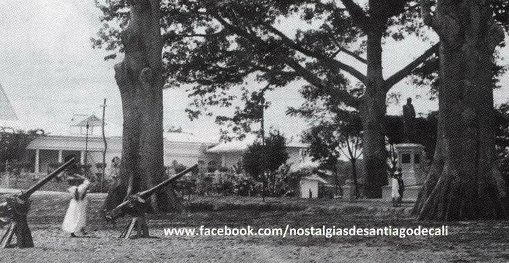 Nostalgias De Santiago de Cali - Recuerdos Crónicas y Fotografias .Fotografía del Paseo Bolívar de Cali en 1.922, cuando se acababa de instalar la estatua del Libertador.