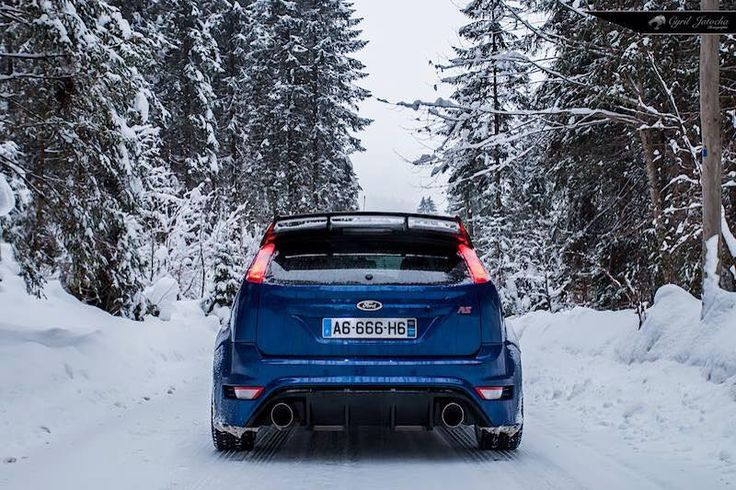 Blue Ford Focus RS mk2 - Low & Snow #ST #FocusST