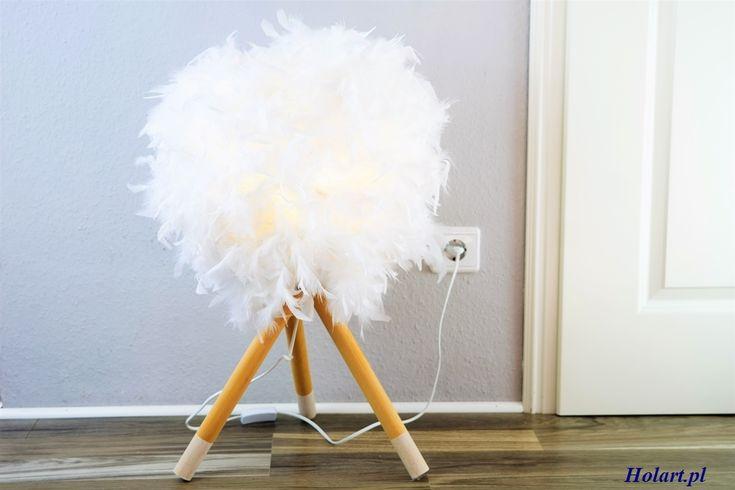 Zrób to sam- stojąca lampka z piór. Holart to blog dla osób zainteresowanych tematyką DIY, ogrom inspirujących pomysłów z dużą dawką zdjęć i porad.