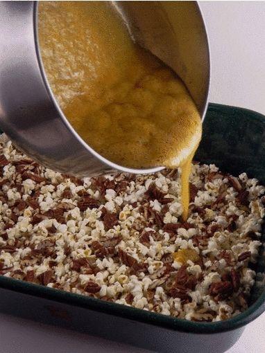 Palomitas Acarameladas con Nuez (Caramel Pecan Popcorn) | Mari's Cakes