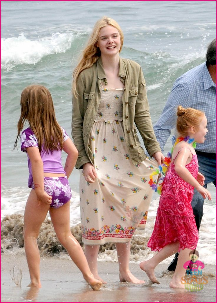 elle fanning beach | Ultimate Fanning Rares — Elle Fanning at the beach 2011 wearing ...