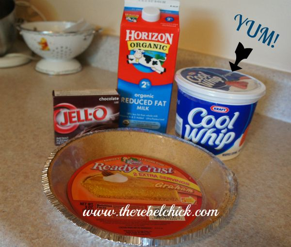 Recipe: Easy Summer Chocolate Mousse Pie #coolwhip via @therebelchick