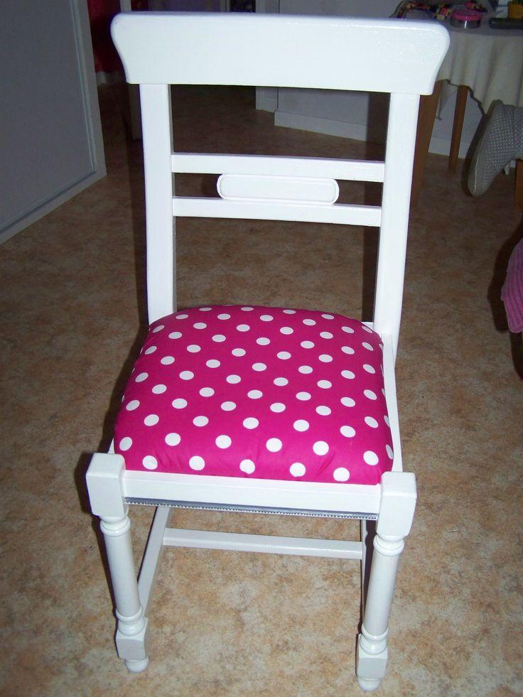 Chaise en paille et bois repeinte en blanc avec assise for Petite chaise en bois et paille