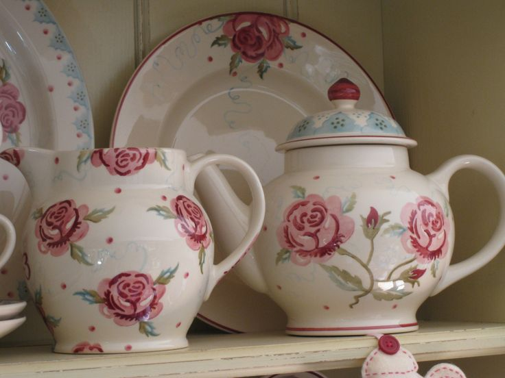 "Emma Bridgewater Scattered Rose 1.5 pint jug; MM Rose 4-cup teapot (double rose) & MM Rose 10.5"" plate (single rose)"