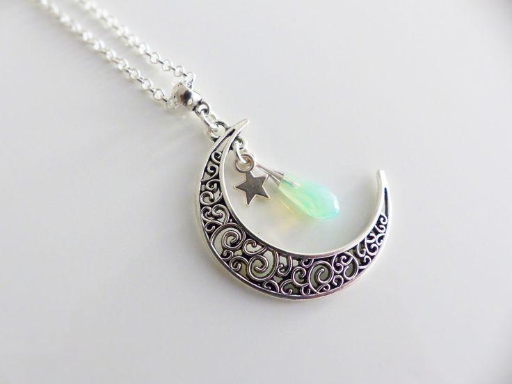Collier mi-long , pendentif lune filigrane et goutte Swarovski : Collier par mademoiselle-topaze-bijoux