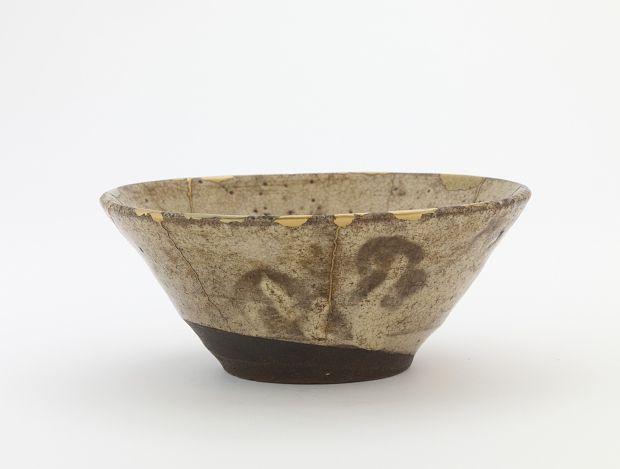 Joseon period, 17th century Korea, Gyeongsangnam-do province, Busan, Wakan (Waegwan) kiln Stoneware with white slip inlaid and dipped under clear glaze; gold lacquer repairs 7.0 x 16.7 cm
