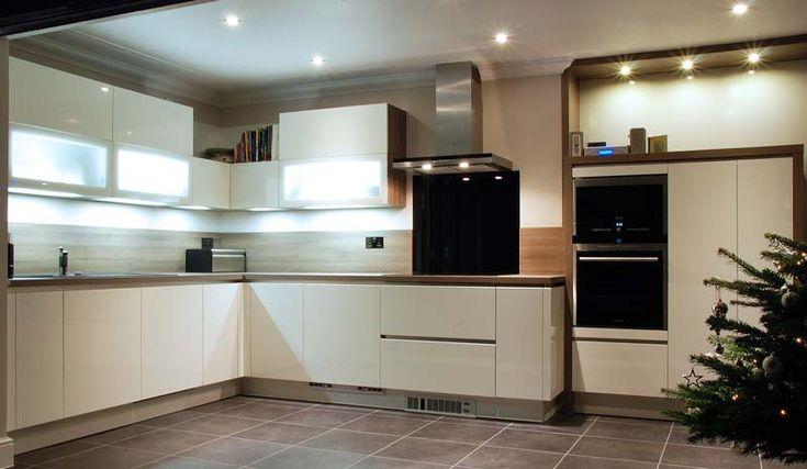 White Handleless Kitchen Ringmer 1