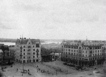 Kauppatorin (Keskustori) lounaisosa 1900-luvun alussa.