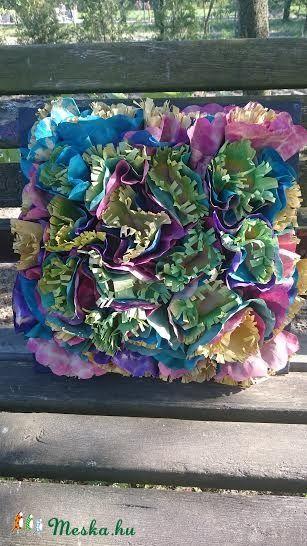 Papírvirág a faladon- papír virágokból készült dekoráció (ottidekor) - Meska.hu