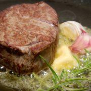 Biefstuk met pittige uien-cranberrysaus