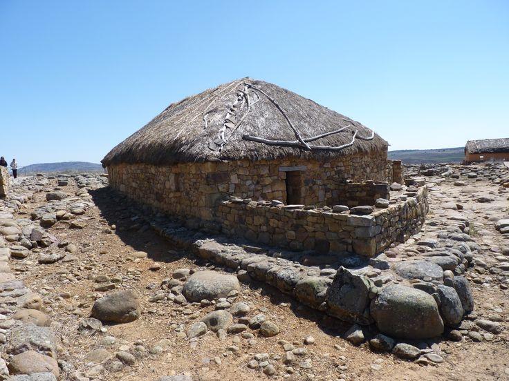 Reproducción de Casa Celtibera del Yacimiento de Numancia. Garray (Soria) Spain