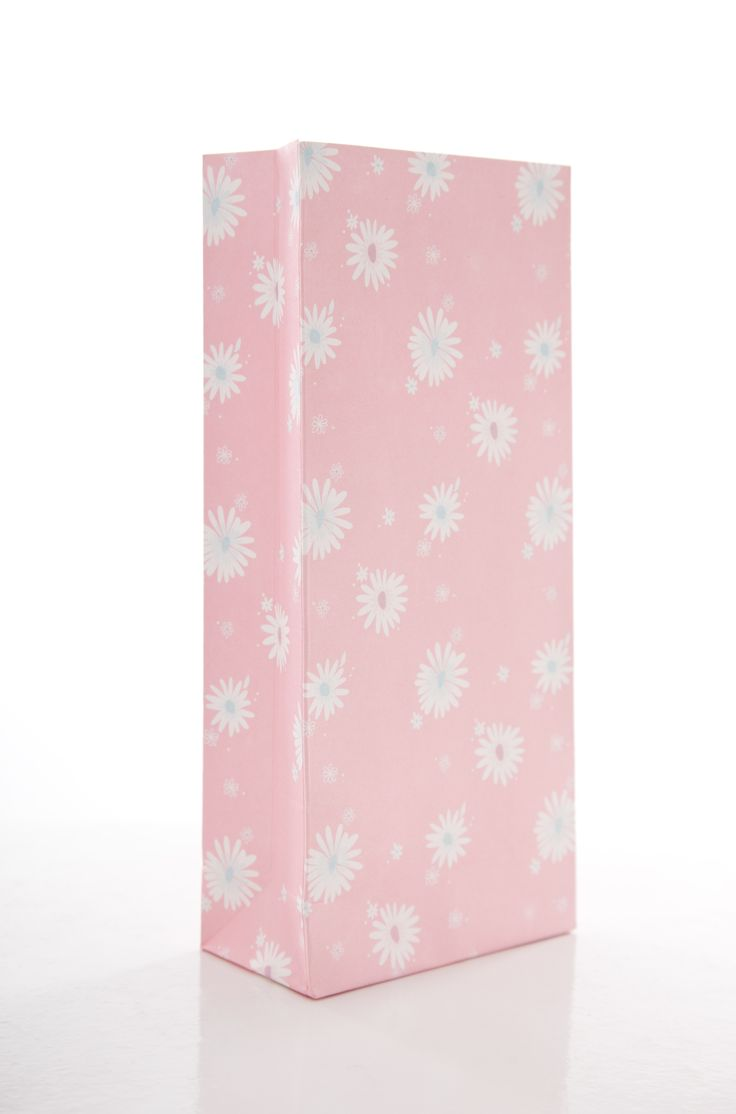 Daisy chain pink treat bags.