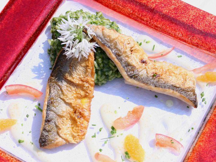Felchenfilets in Butter gebraten an Felchen-Kaviar-Soße mit Bärlauchrisotto und 87.000 weitere Rezepte entdecken auf DasKochrezept.de