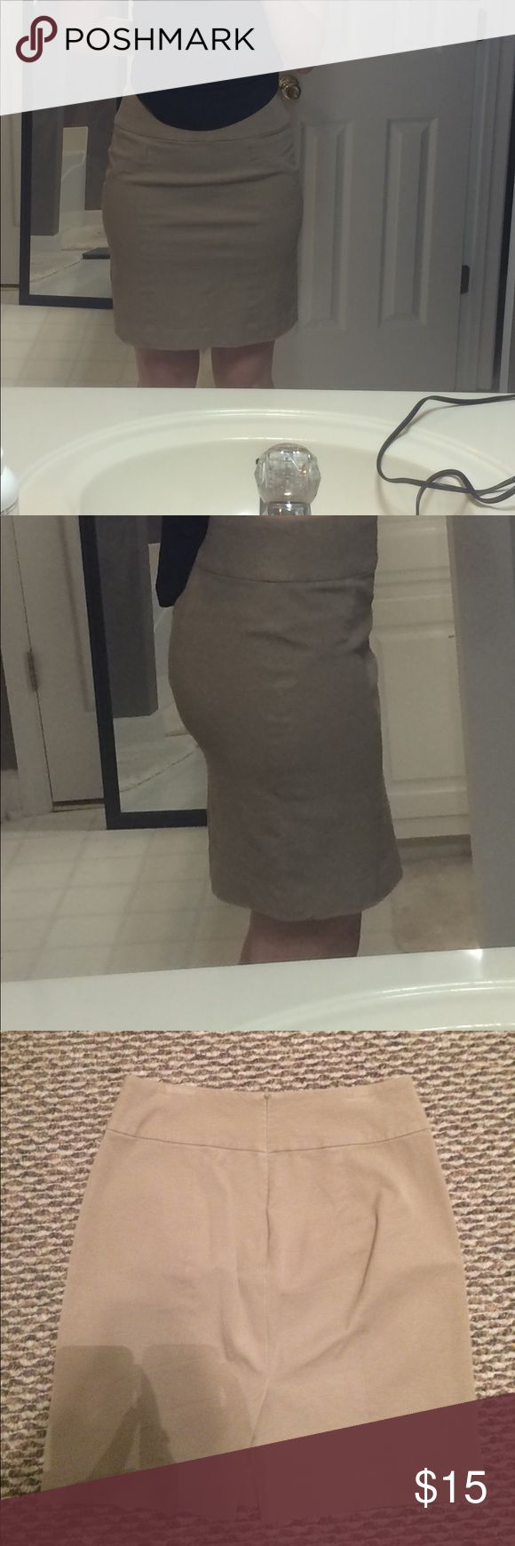 """Banana Republic Khaki Pencil Skirt Size 4 pencil skirt in good condition. No stains. Hits me just above the knee. I am 5'7"""". Banana Republic Skirts Pencil"""