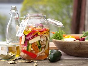 Syrade grönsaker med smak av timjan och vitlök | Recept från Köket.se