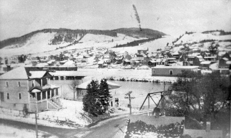 Edmundston-est et le pont Murchie sur la rivière Madawaska dans les années '30.