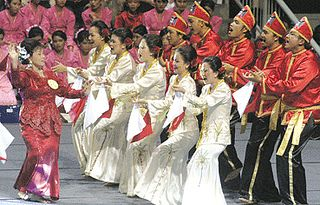 Maengket dance from North Sulawesi, Indonesia #PINdonesia