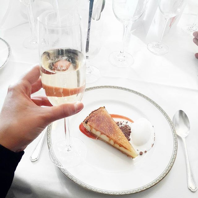 My two favourite things, Champagne and Lemon Tart 👌 .  .  .  .  #Mothersday #Lunch #Lemontart #Champagne #Champers #Life #Tylneyhall #Hook #Ukbloggers #Lifestyle #Lbloggers #Sotonbloggers #Cake #Desert #Foodie #Food #Sweet #Trear #Sundays #Foodbloggers