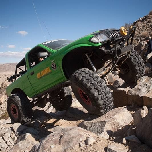Yo Pepe! @globaloffroadsupply It is always great getting to wheel with the The Macho Taco. Here is a photo from our spotlight photoshoot a few years ago.   #hammers #letsgowheel #breakit #fixit #4wdto #4wdtoyotaownermagazine #bluesky http://ift.tt/2sC4LmD