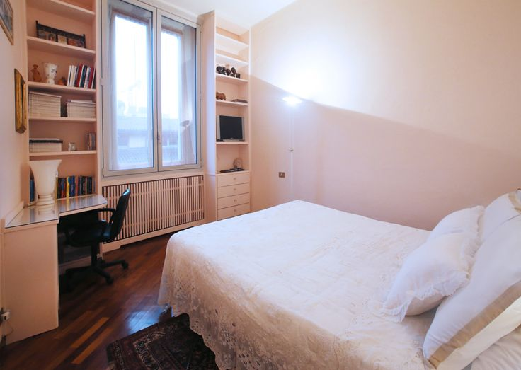 #Breradistrict#ViaPontaccio the bedroom, very bright, overlooking the lovely #ViaPontaccio. Double windows around the apartment ensure the silence