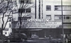 El Cine Chapultepec abrió sus puertas el 24 de agosto de 1944, conviertiéndose en el primer cine construido sobre Paseo de la Reforma, sin embargo, a pesar de su historia, terminaría siendo demolido y en su lugar fue edificada la Torre Mayor, el edificio más alto de la ciudad de México.