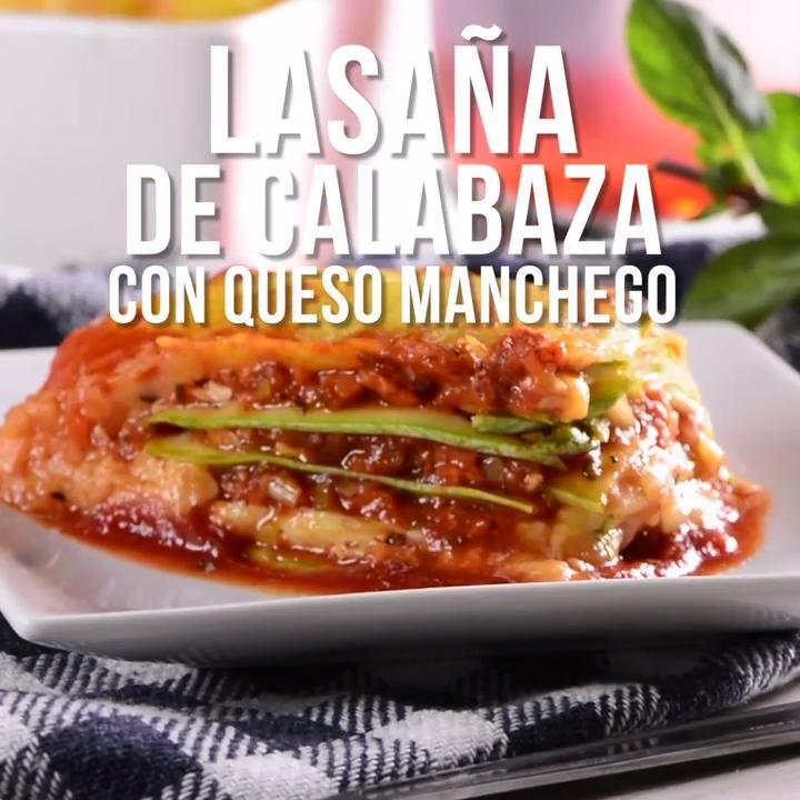 Prueba esta deliciosa receta de lasaña de calabaza bañada  en una salsa de jitomate, se convertirá en la receta favorita de tu familia. Easy Healthy Pasta Recipes, Healthy Snacks, Healthy Eating, Mexican Food Recipes, Diet Recipes, Vegetarian Recipes, Food Dishes, Queso Manchego, Food And Drink