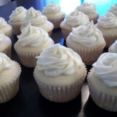 BEST White Cake1box Duncan Hines White cake mix 1cup all-purpose flour 1cup granulated sugar ¾tsp salt 4egg whites 1⅓cups water 2Tbs vegetable oil 1cup sour cream 1tsp CLEAR vanilla extract 1tsp almond extract