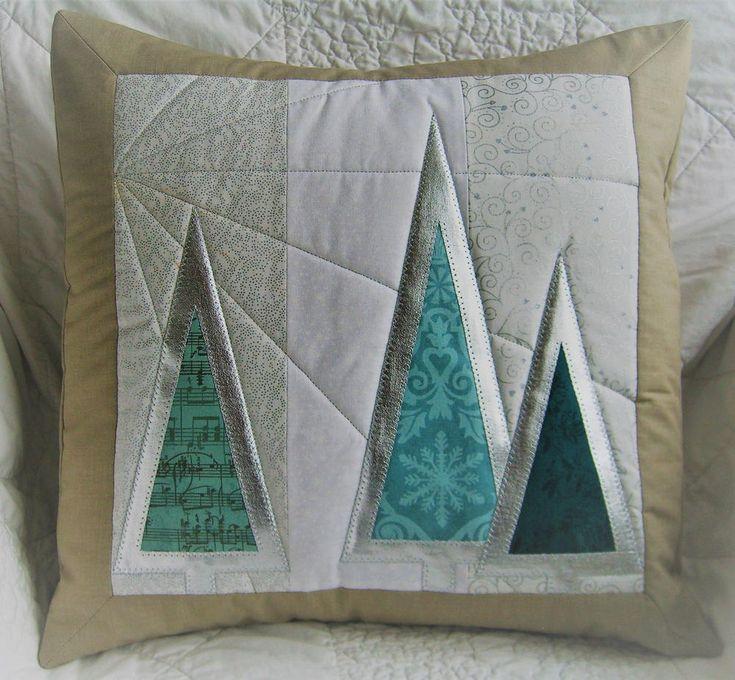 Christmas Tree Cushion & 284 best Christmas Sewing images on Pinterest | Christmas sewing ... pillowsntoast.com