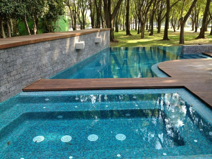 Negative edge pool piscina borde negativocon jacuzzi y - Piscina con jacuzzi ...