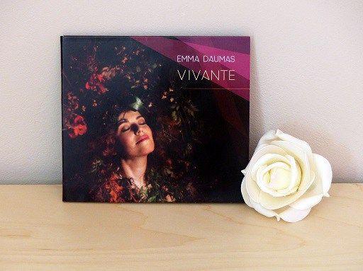 """""""Vivante"""", l'EP d'Emma Daumas : http://www.menagere-trentenaire.fr/2016/06/12/emma-daumas-vivante"""
