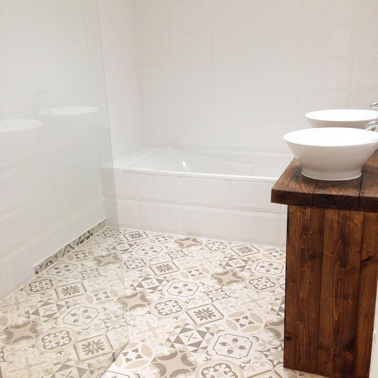 Salle de bain fini  Meuble diy renover entierement plus les deux vasques a brico cash . Faillance et carrelage Poin P . Et ma belle douche a l'Italienne . #home #renove #reccup #idee #love #interior #diy #normandie
