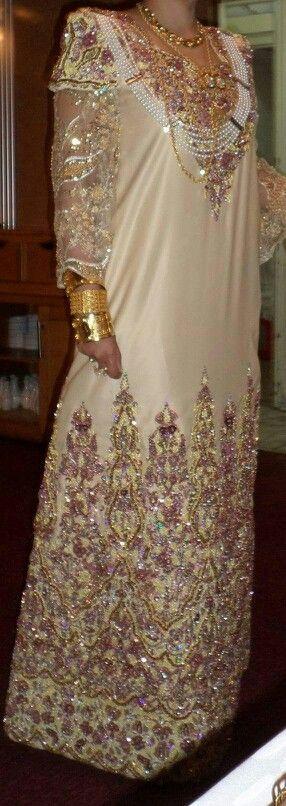 Gandoura Algerienne Tenue Traditionelle Algerienne #algeriantraditionaldresses…