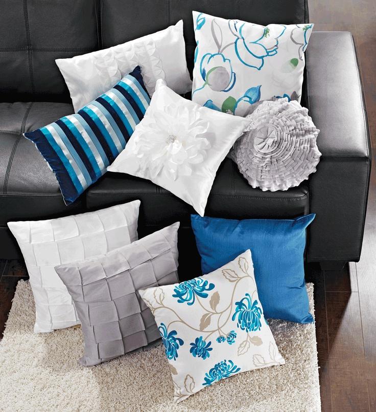 Decorative cushions // Coussins décoratifs (Selection may vary per store. La sélection peut varier d'un magasin à l'autre.)