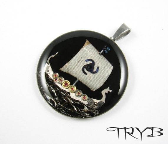 Drakkar - small pendant in surgical steel.  #handmade #viking #drakkar #black #pendant #surgical #stainless #steel #pendant #tryb #jewelry