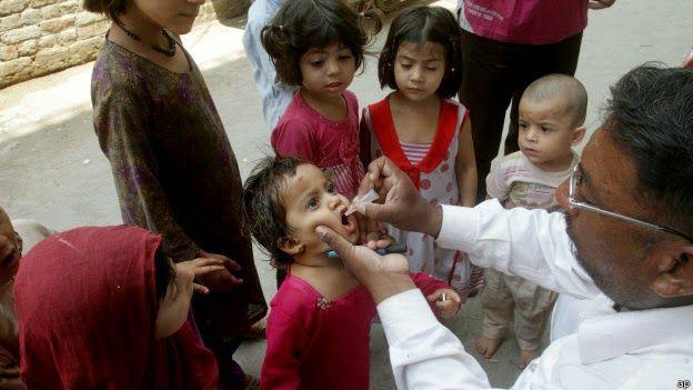 Disso Voce Sabia?: Vacinação dupla contra pólio pode acelerar a erradicação global da doença