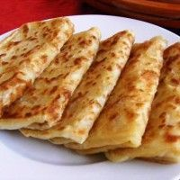 Msemen is een traditionele marokkaanse pannenkoek waarvan de hoofdingredienten bestaan uit griesmeel en boter. Deze pannenkoeken worden meestal gebruikt als begeleiding bij een kopje aromatische ochtend muntthee of van romige koffie. Msemen kan ook worden...