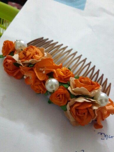 Floral comb orange