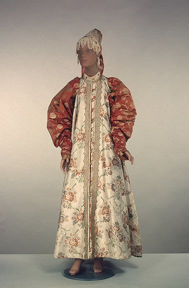 """Costume girlish holiday: sundress, """"sleeve"""", Headband, necklace  Upper Volga. The second half of the 18th century.  Damask, cotton, brocade, pearl, pearls, braid, tatting; embroidery, Lacing."""