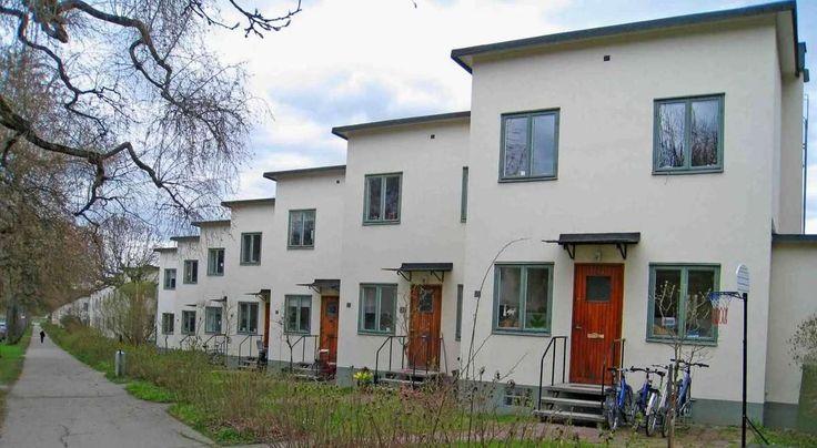 I veckan såldes ett radhus i Ålsten utanför Stockholm för 13,4 miljoner. Jag har varit på den gatan. Det är rätt vanliga fina funkisradhus, boyta på...