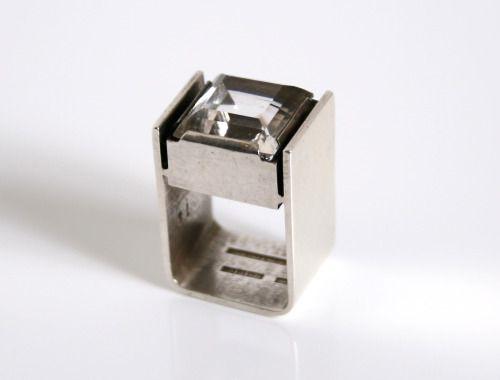 Valon Kulta & Hopea - Valo Koru, vintage modernist oversized sterling silver and rock crystal square ring, 1974. #Finland | Grasilver.com