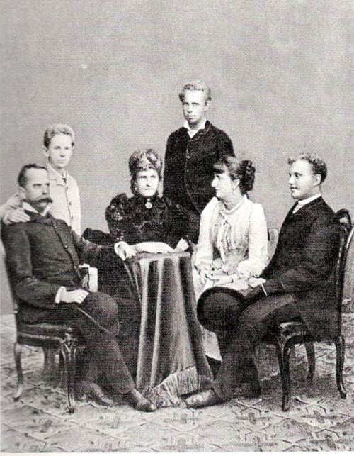 From left to right: King Umberto I of Italy, Prince Vittorio Emanuele of Naples, Queen Maria Pia of Portugal (sister of Umberto I; nee Maria Pia of Savoy), her son Dom Afonso, Infante of Portugal and Duke of Porto, Queen Margherita of Italy and Maria Pia's eldest son, the Prince Royal, Dom Carlos (future King Carlos I of Portugal).