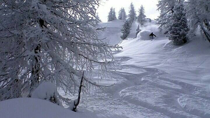 Great picture from my friends @ freeridegastein #skiing #badgastein #powdersnow #freeridegastein