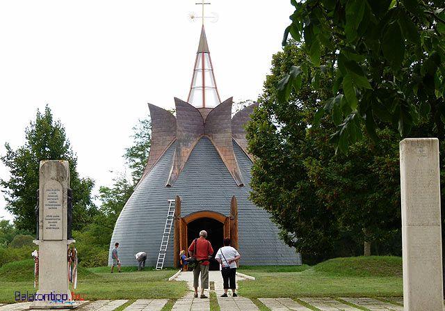 Kis Balaton:A Makovecz Imre tervei szerint készült kápolna, sztupa, vagy ki, ahogy akarja nevezni