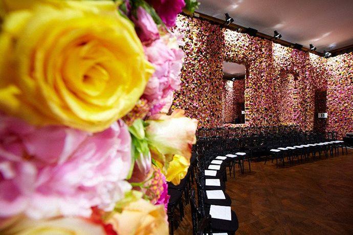 Дизайнеры с флористами оформляют недели моды цветами.Сделайте со своего торжества шоу и мы вам поможем в этом. http://uniflora.com.ua